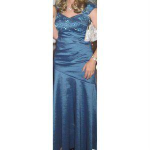 Laura Petites Long Beaded Occasion Dress